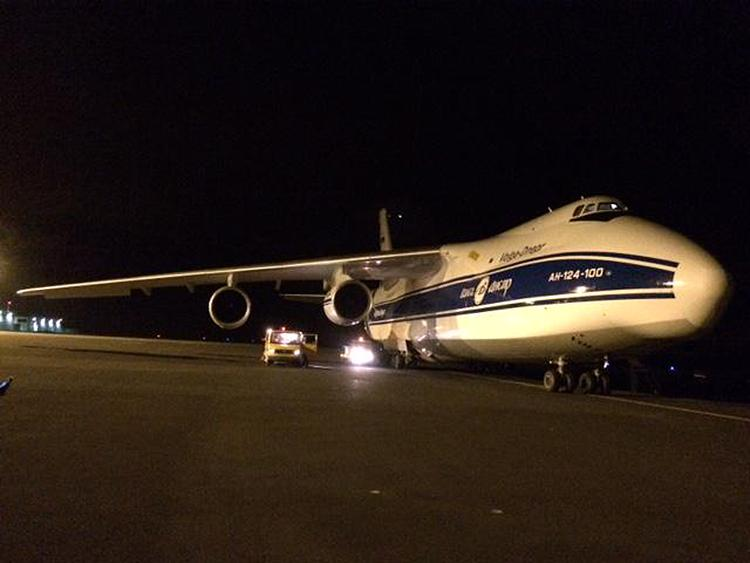 The An-124 carrying LPF refuels on the Azores
